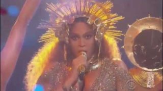 Beyonce Performs Pregnant and Naked at 2017 Grammys